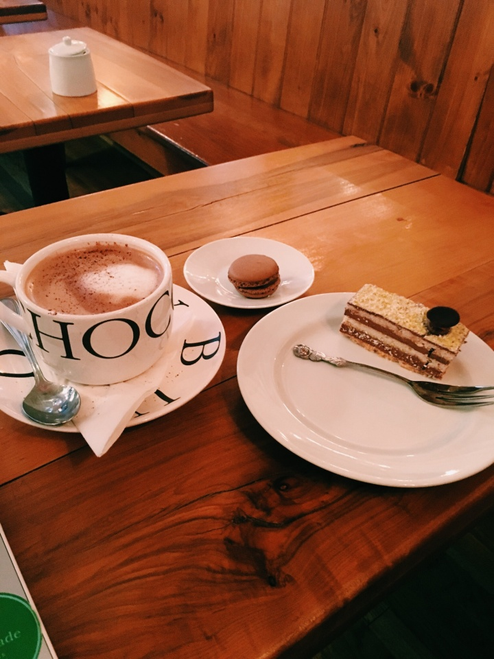 LA BURDICK HOT CHOCOLATE, MACARONS AND CAKES