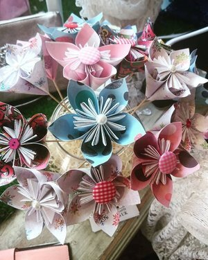 Origami flower - How to make paper flower bouquet, Origami flower ... | 375x300