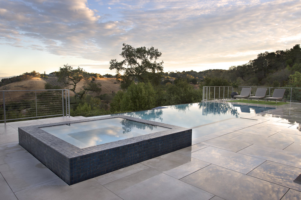 custom hot tub infinity edge pool fuse los gatos russell simpkins photography