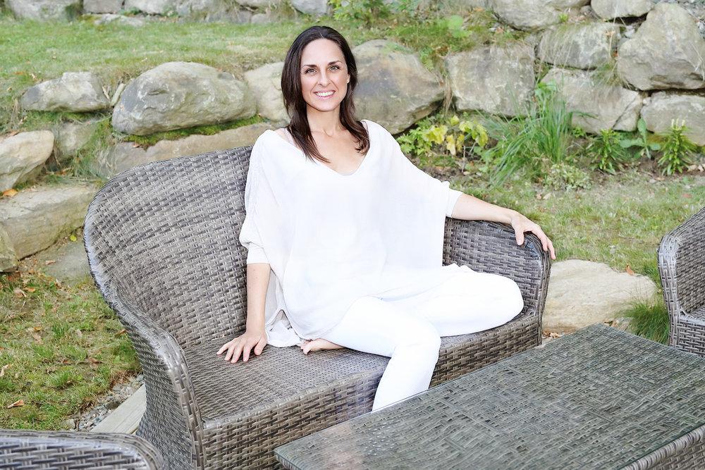 Toutes les réponses dont tu as besoin émergent d'une relaxation profonde en toi-même, là où existe le silence. - - Jannie Bolduc
