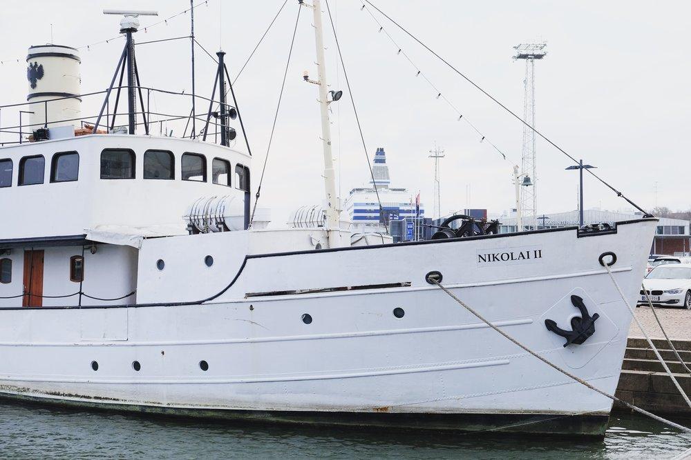 Helsinki-Harbour-Boat-Rucksack-Magazine