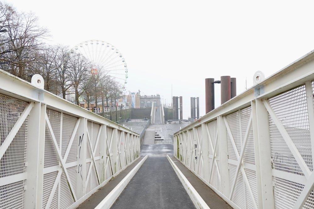 Antwerp-Harbour-Front-Misty-Fog-Rucksack-Magazine
