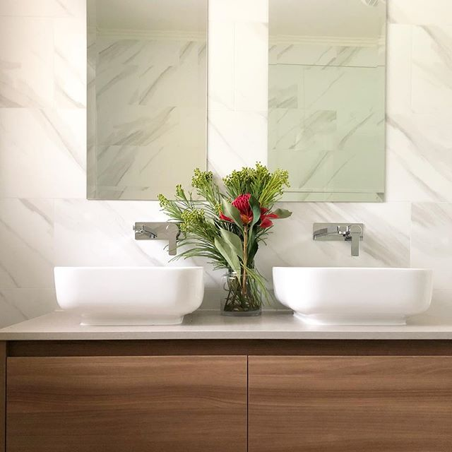 Light and bright bathroom for beautiful clients who made this whole project so enjoyable 😊 . . . #bathroomdesign #bathroomrenovation #bathroomdecor #melbournedesign #interiordesign #interiordesignmelbourne #vanity
