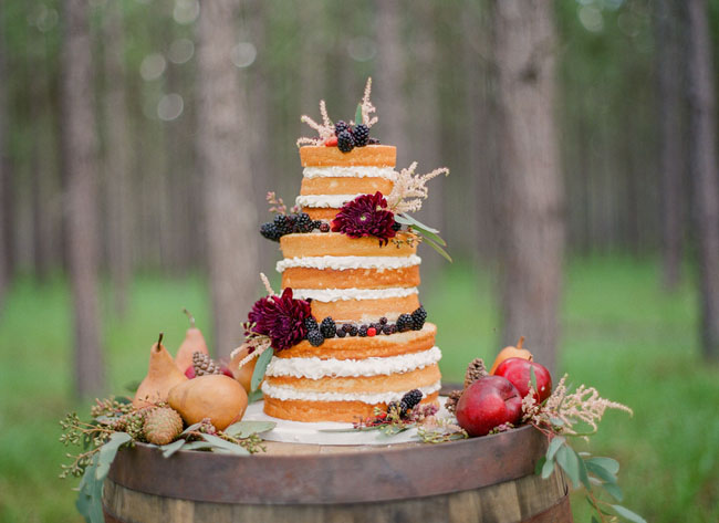 wine barrel wedding cake3.jpg