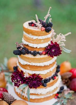 wine barrel wedding cake2.jpg