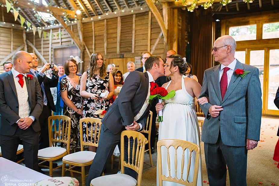 DIY-barn-wedding-England_0017.jpg