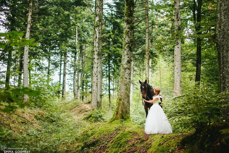 Bridal-portraits-horse-forest_0006.jpg