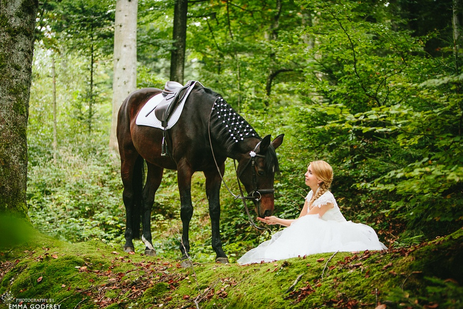 Bridal-portraits-horse-forest_0008.jpg