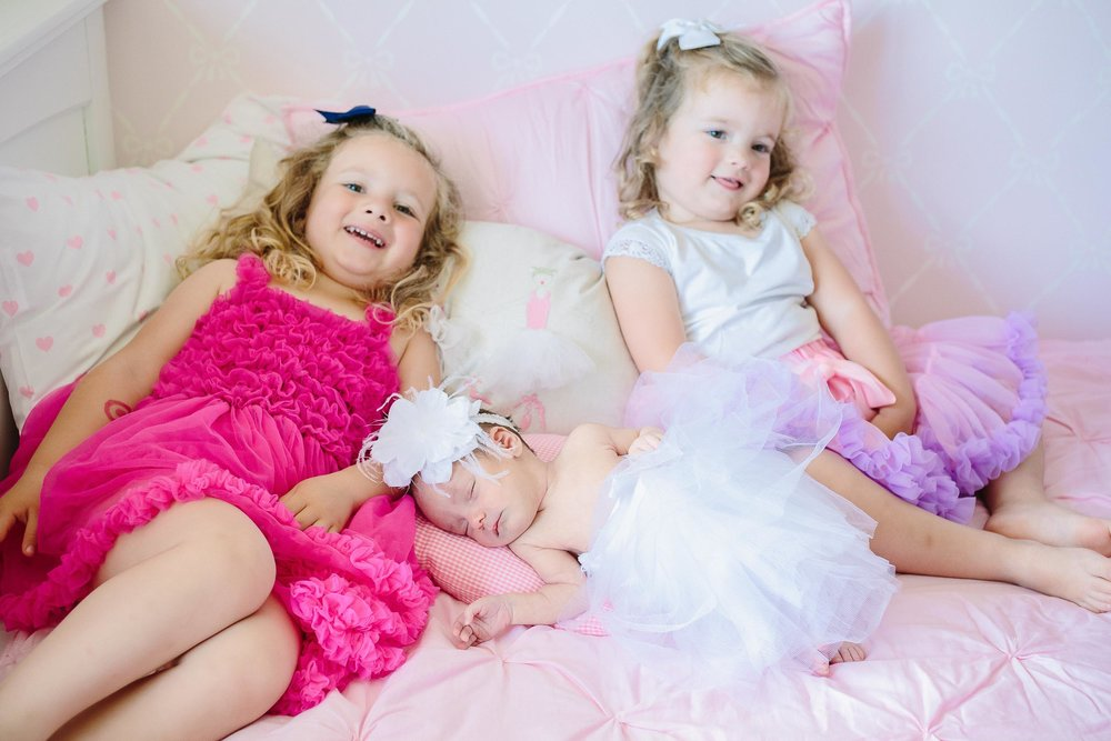 Newborn siblings photos 10