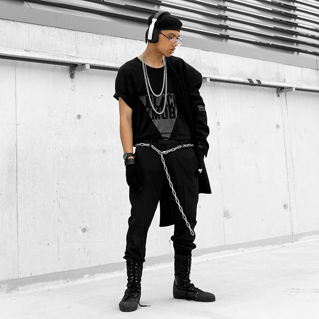 C H A I N | G A N G @kickenthatish once again showing us how he style's our BLACK MOB BASIC TEE. Crisp, clean, simple. How would you style yours?  BLACK MOB TEES AVAILABLE AT WWW.BLACKMOBTHELABEL.COM  Photographer | @thenobelkind  Styled & Edited | @kickenthatish  #BLACKMOBBASICS #JOINTHEMOB #BLACKMOBTHELABEL #JOINTHEMOB #THEMOVEMENT #BRISBANESTREETWEAR #AUSTRALIANSTREETWEAR #FASHION #BASICS #STYLE #CHAINGANG #SQQUA