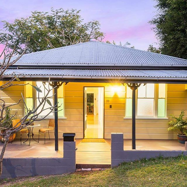 🚨 Auction Today 1pm ⚠️ Is this renovated cottage just what you have been looking for? 🔥 📬 55 Rusden Street,  Kelvin Grove 🛏 x 3 🛀 x 1 on 304sqm Good luck to the Kelvin Grove 👑 Sammy Alroe!