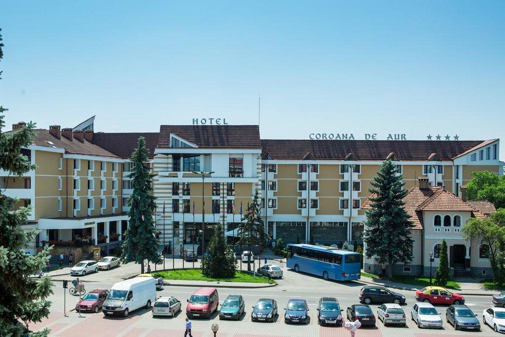 Exterior hotel 1.jpg