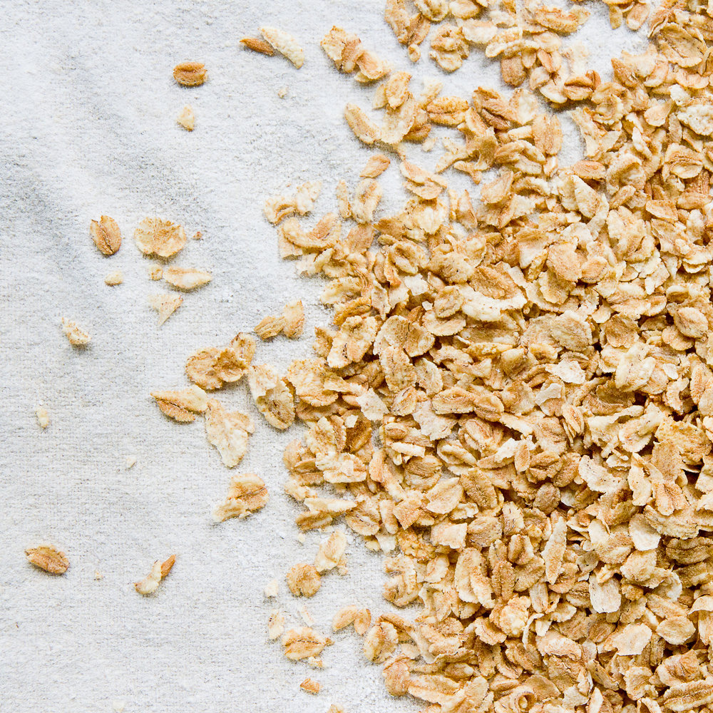 - Speltflak blir produsert av spelt som tørkes på en forsiktig, naturlig og tradisjonell måte. De blir ikke ekstrudert, og beholder gode egenskaper.Speltflakene er knasende sprø, og gir en god og sunn matopplevelse. De egner seg godt alene eksempelvis med melk, og er perfekte til å blande med noen av våre Frokost-, Crunchy- eller Müsli-produkter. På denne måten bidrar Speltflak til en velsmakende og godt balansert frokost.Inneholder speltflak og emulgator solsikkelecitin.EPDnr 4862249   Kjøkkenhagen