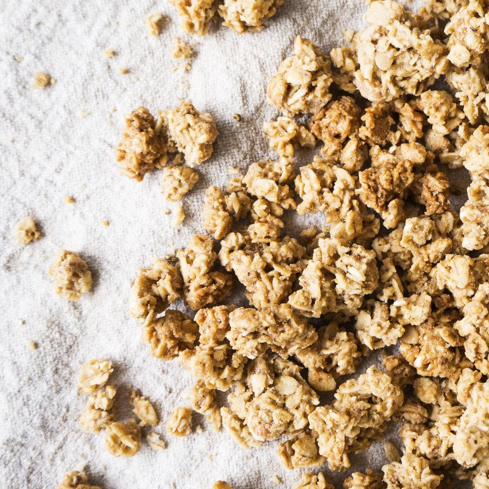 - Crunchy Honning er en nydelig frokostblanding. Denne knasende crunchyen er bakt med en fin blanding av jordmandler, kokosmasse og 10% honning, noe som gir en behagelig sødme og gjør den til en sunnere smaksopplevelse. Inneholder havregryn, solsikkeolje, honning, fullrørsukker, kokosmasse, usøtet speltpops, jordmandler, sammalt havremel og Himalayasalt.EPDnr 2056349  BioKing