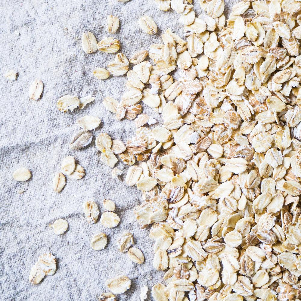- Müsli 5-korn er en kornblanding av høyverdige havregryn, rugflak, speltflak, byggflak og hveteflak. Müsli 5-korn inneholder en stor andel havregryn (60%), som fra gammelt av sies å gi kraft, utholdenhet og langvarig energi. Vår kornblanding er lettfordøyelig, ideell som et lett måltid og godt egnet som basis for barnemat eller som tilsetning i bakevarer, gratenger og supper.Inneholder havregryn, rugflak, speltflak, byggflak og hveteflak.EPDnr 2057594  BioKing