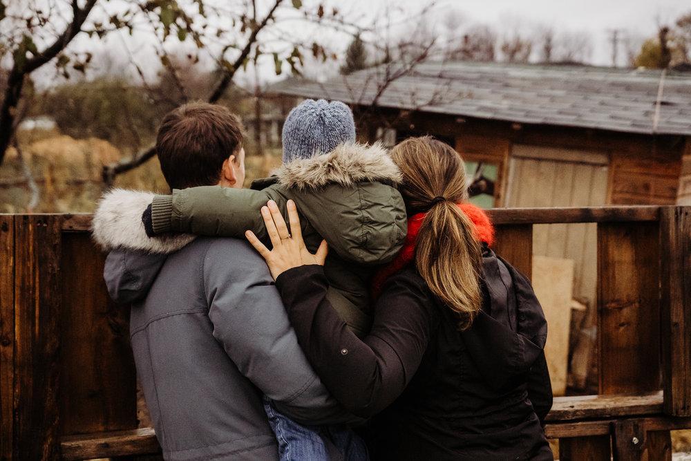 - Maman A. avec ses hommes, un après-midi d'octobre avec la première neige…