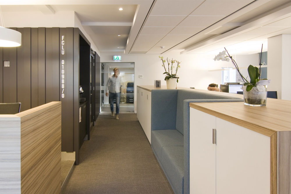 fcl_kantoorvilla_06_maaq_interieur_zitelement_verkeersruimte