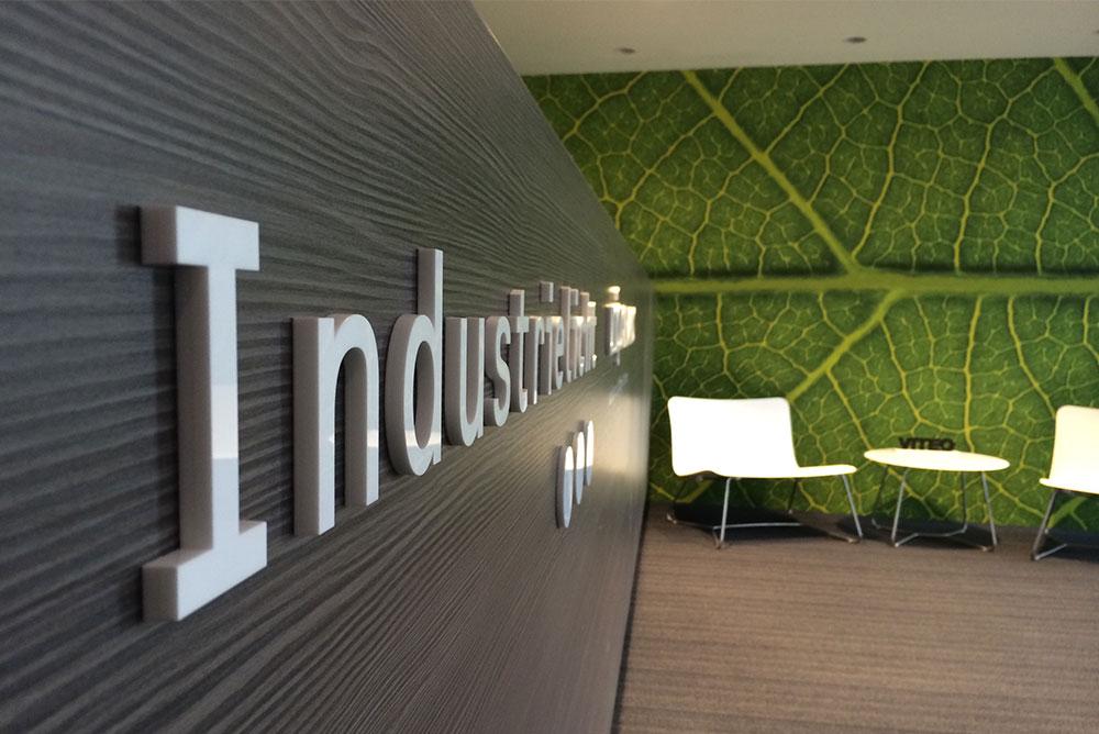 industrielicht_01_signing_doorsletters_maaq_design_build