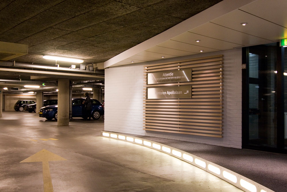 apollolaan_71_09_signing_parkeergarage_maaq_design_build