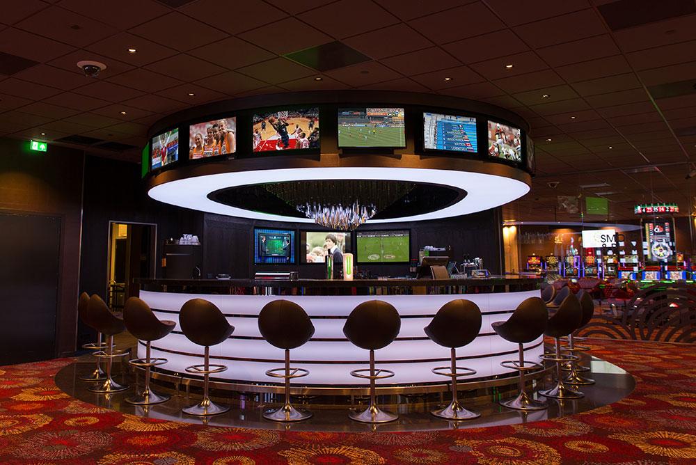 Holland_Casino_08_sportsbar_led_schermen_maaq.jpg