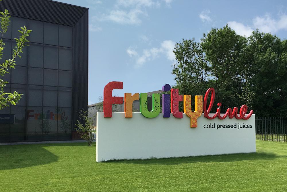 fruity-line-signing-maaq-3.jpg
