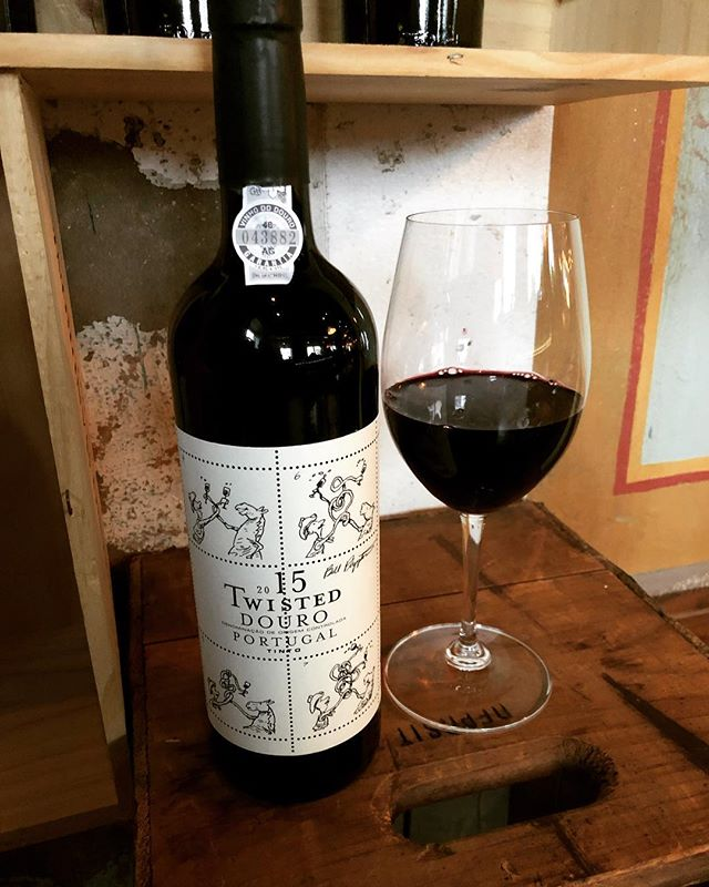 Need a good wine to help you stay warm this weekend? Tony recommends Twisted by Niepoort. This easy drinking red was created from the famous port wine producer. Ripe fruit notes make up this blend of indigenous varietals from the Douro region in Portugal. . . . #wineoftheweek #winetime #westloop #chigram #topchicagorestaurants #winenot  #warmupwithwine #portuguesewine #niepoort #niepoortvinhos #niepoortwines