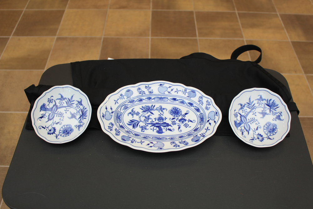 Blue Onion Dinnerware3.jpg