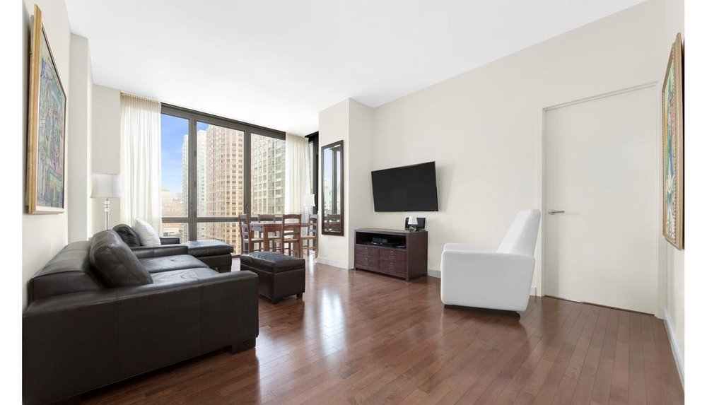UNIT 17E (IN CONTRACT) - $2,375,0002 Bedroom | 2 Bathroom1,113 ft² | $2,133 per ft²Common Charges: $983 Monthly Taxes: $1,213DOM: 71