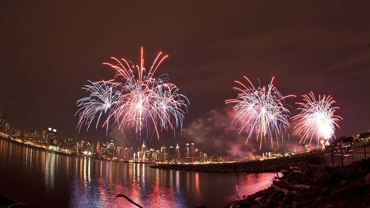 Fourth of July in NYC - Independence Day in NYC means fireworks, hot dogs, BBQ, beaches, picnics and other Fourth of July events that make this summer holiday one of our favorites