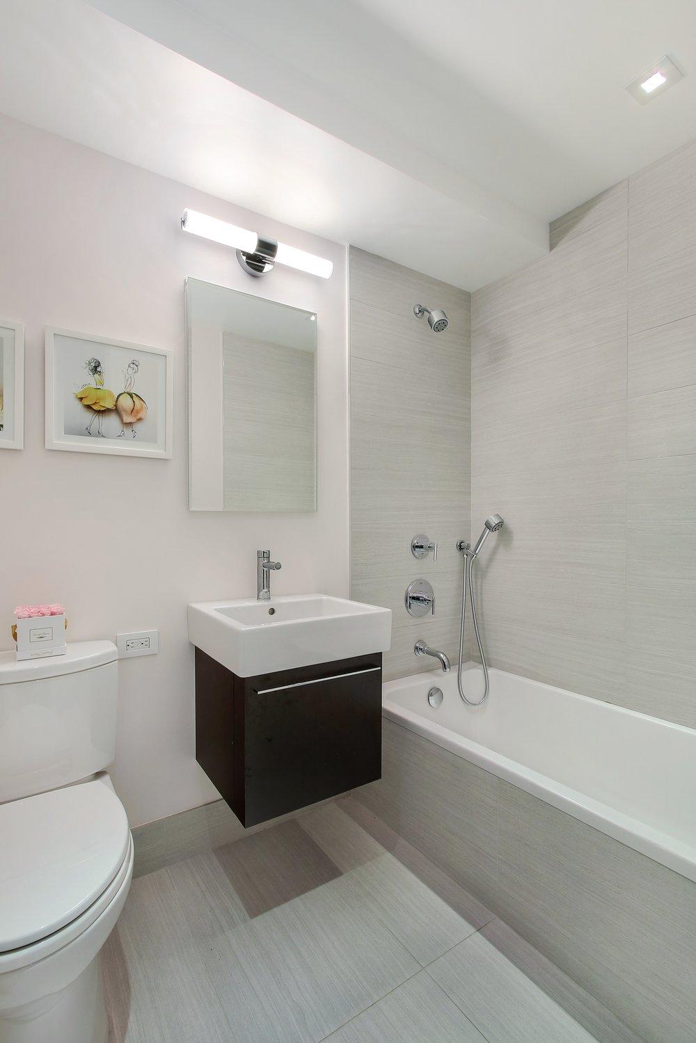 6_176East77thStreet_6AL_8_Bathroom_HiRes.jpg