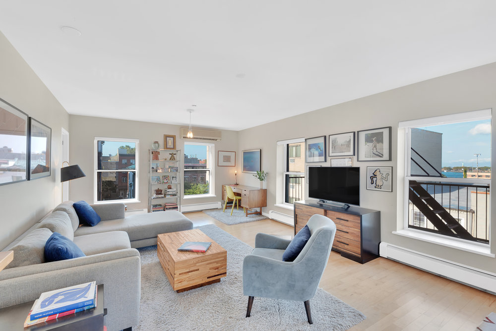 CSG_42_Tiffany_Place_4A_Brooklyn_NY_Corcoran_-_Package_of_6_Property_Photos_3_20181004-110716.jpg