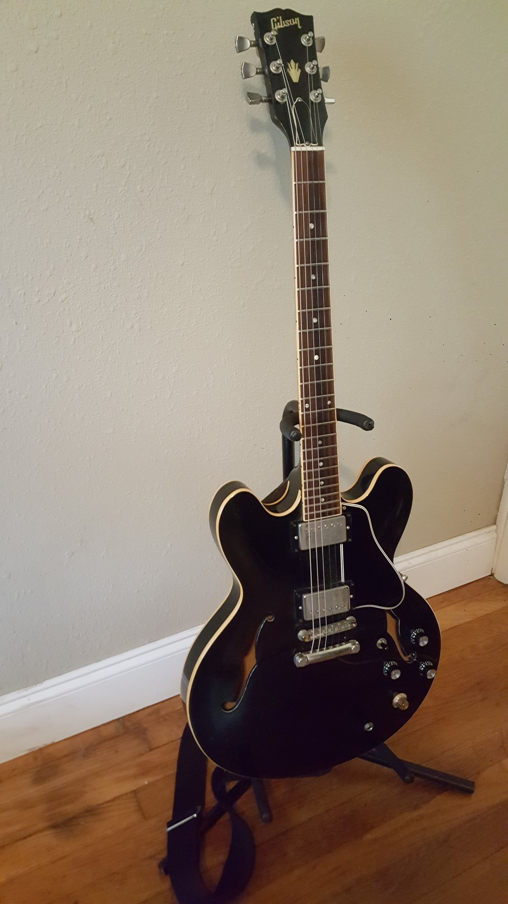 Black 1991 Gibson es-335