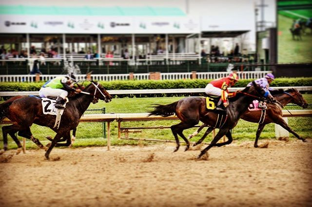 #kentuckyderby #louisville #kentucky #runfortheroses #horse #racing #horseracing track is getting super sloppy but what a great experience. #churchilldowns
