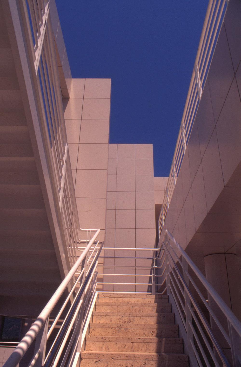 ss-oth-getty_steps-blue.jpg