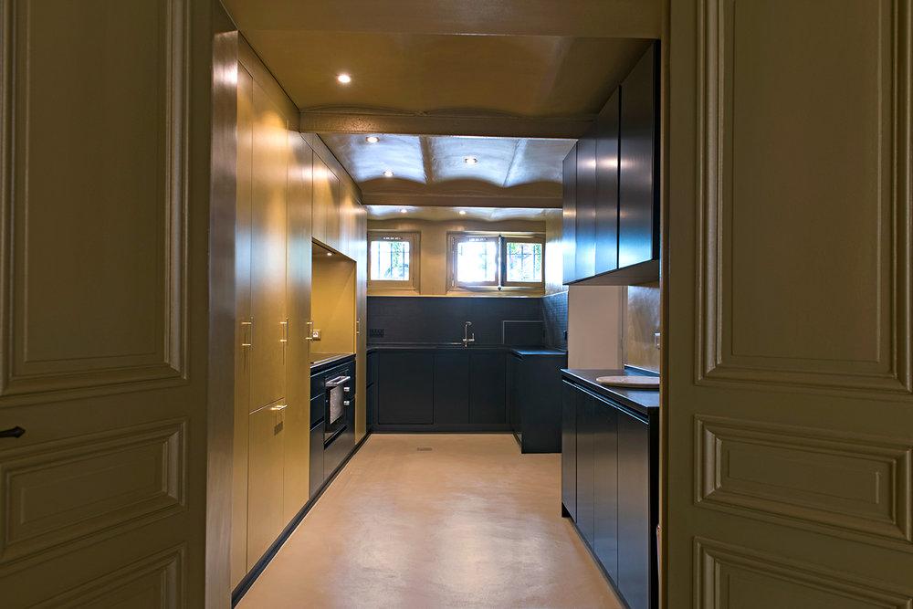 La cuisine, vue depuis le salon.
