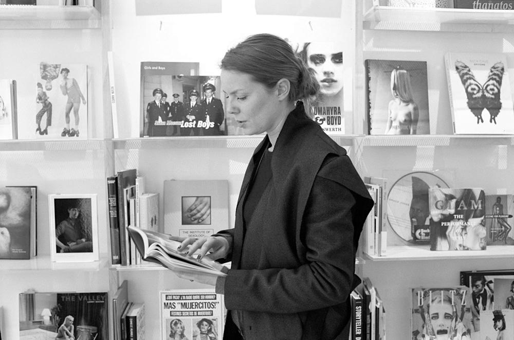.... Jeanne Holsteyn - Curatrice littéraire .. Jeanne Holsteyn - Literary curator ....