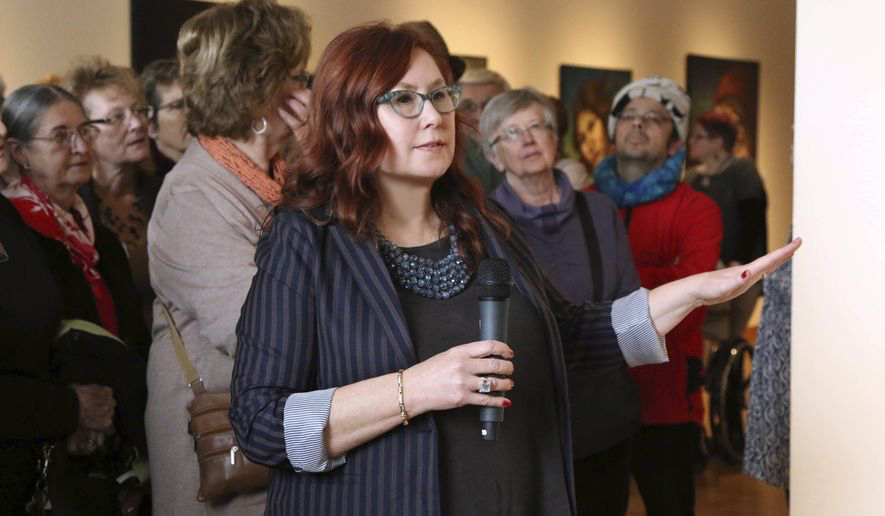 Minnesota woman's art featured at Marine Art Museum