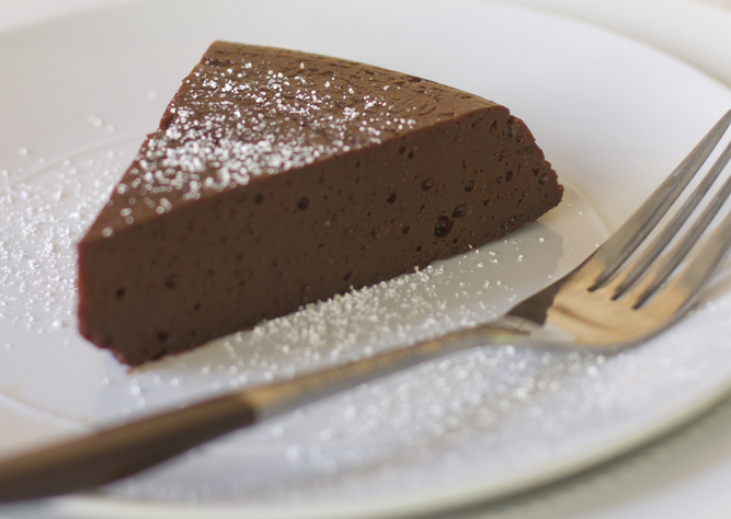 2_Flourless_Chocolate_Cake_142343386.jpg