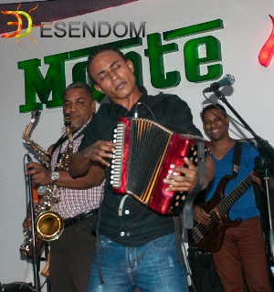 J-Dhahions tocando en Monte Bar (Santiago)