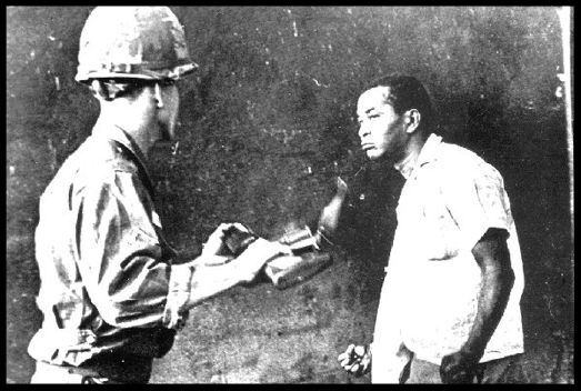 A Dominican man named Jacobo Rincón is seen in this iconic image confronting a U.S marine in Santo Domingo, Dominican Republic during the 1965 revolution and second U.S. invasion of the country. Photo: Juan Pérez Terrero