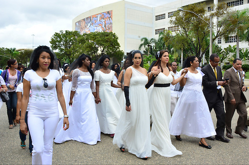 Photo:  Activists march against feminicide in Santo Domingo./ Source:  Acento.