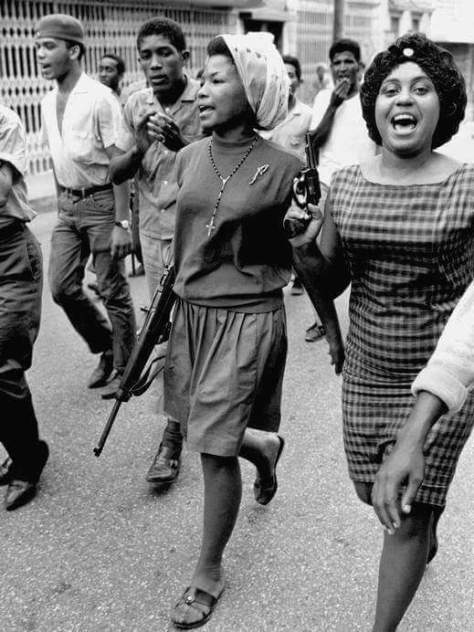Combatientes durante la Revolución de abril del 1965. Fuente :Archivo General de la Nación (AGN)