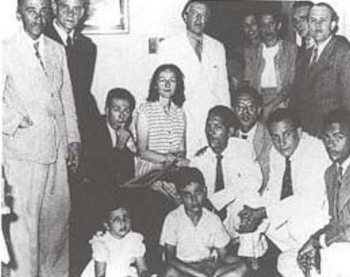 André Bretón in Santo Domingo with members of La Poesía Sorprendida literary group.  Source :  Artium