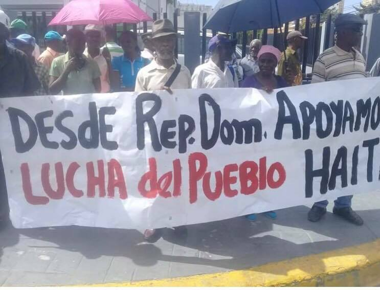Sugar cane workers in Dominican Republic rally in front of Haitian embassy in solidarity with the Haitian people./Photo credit: unknown.