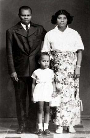 Edwidge Danticat y sus padres, Puerto Príncipe, 1974.