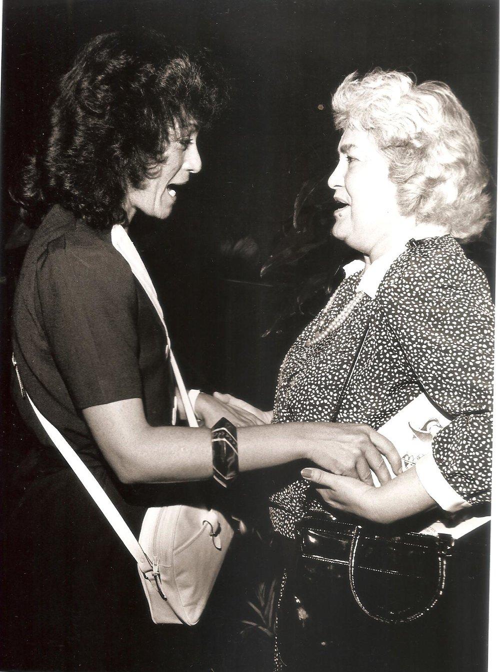 """Lolita Lebrón y GA. Galería Plaza de las Américas. Puesta en circulación y exposición de """"En Barco de Papel"""". San Juan de Puerto Rico, 29 de julio 1988."""