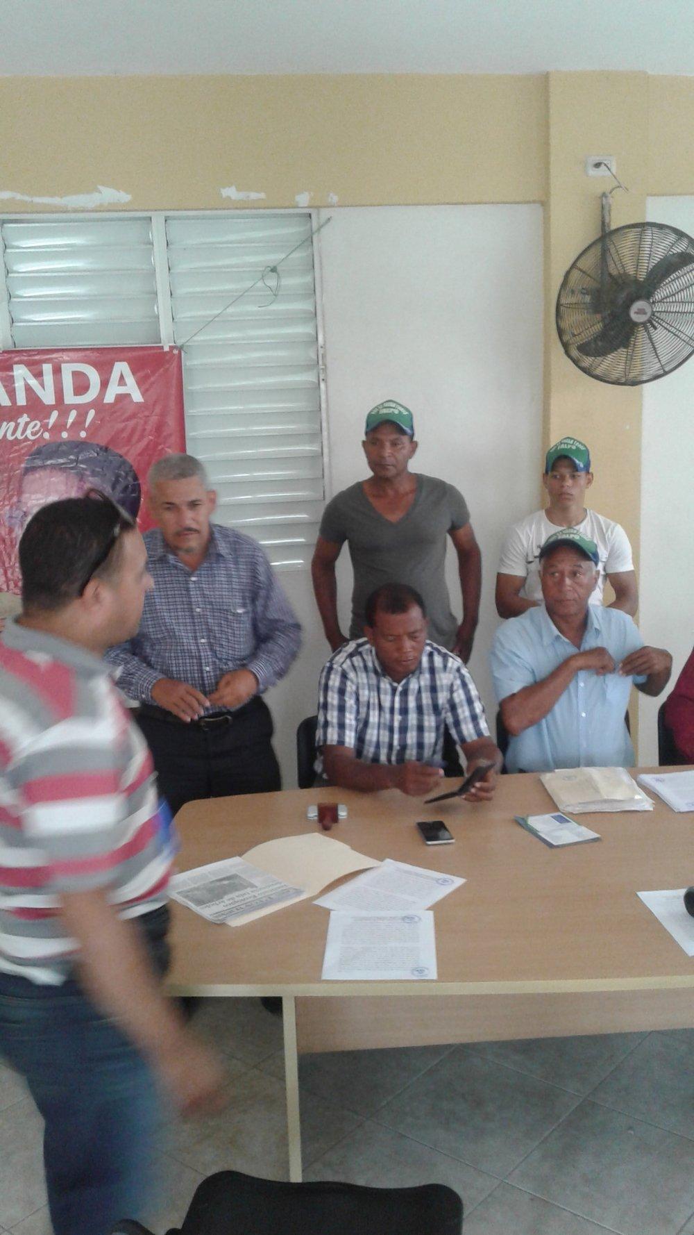 Rueda de prensa de la Asociacion de campesinos de Santa María y FALPO en Santiago.