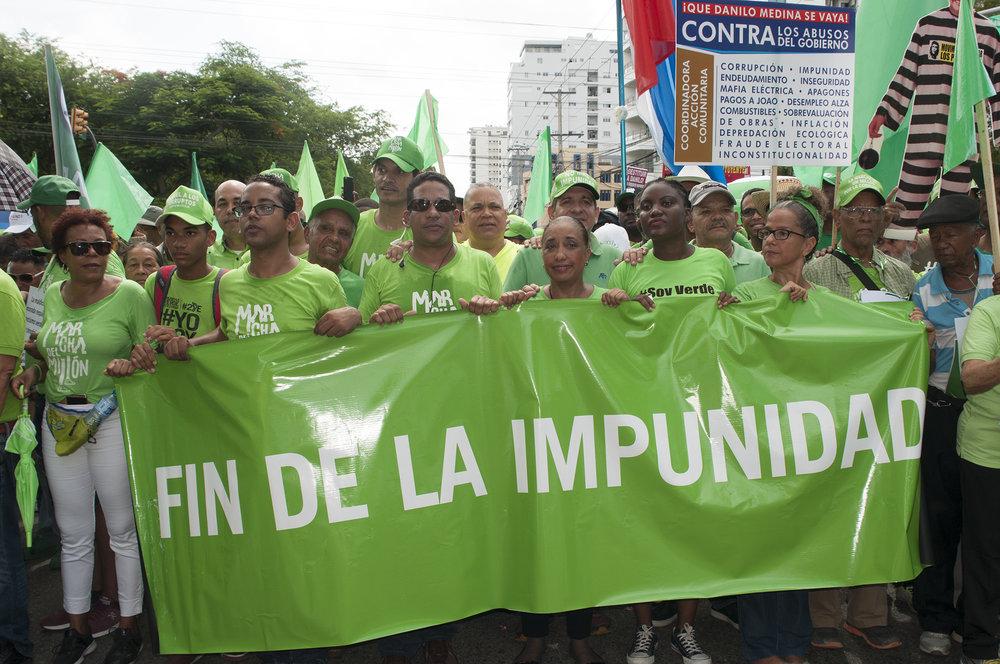 Marcha del Millón en Santo Domingo. Foto: Lorena Espinal Peña.  Presione aquí o la imágen para leer artículo y ver imágenes sobre esta histórica marcha en Santo Domingo.