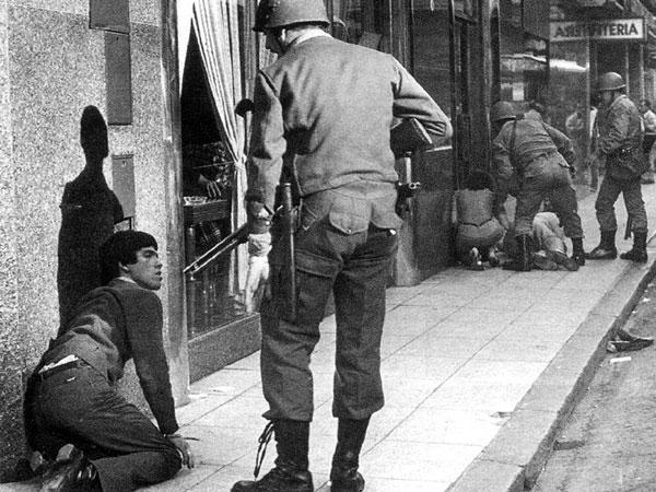 Un 22 de agosto, en cualquier lugar- Represion argentina.jpg