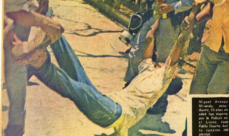 Police brutality against high school students during the Balaguer regime in the 1970s.  Source:  ¡Ahora! No. 596-14 abril de 1975, República Dominicana.